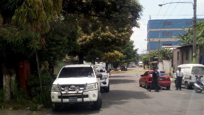 Pandilleros roban escopeta y matan a empleado de empresa distribuidora en Soyapango