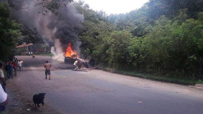Una pareja murió calcinada luego de accidentarse en Chalatenango