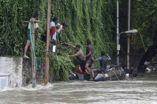 Inundaciones en la India dejan al menos 15 personas fallecidas