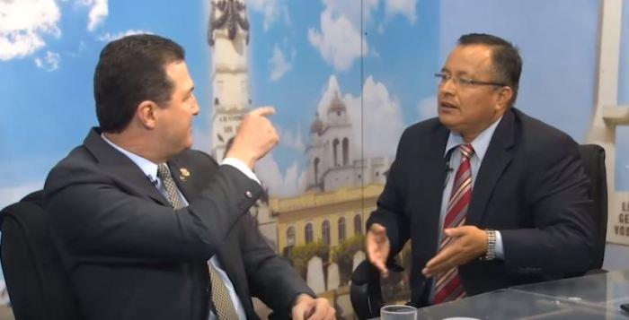Acalorada discusión entre diputados del FMLN y ARENA en plena entrevista