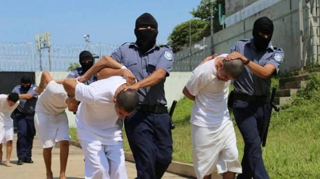 35 pandilleros fueron trasladado hacia el penal de Zacatecoluca por atentar contra policías y soldados