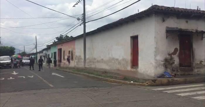 Joven es asesinado en el barrio Santa Cruz de Chalchuapa, Santa Ana