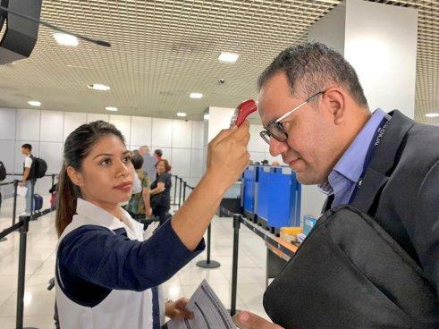 El Salvador suspende vuelos provenientes de China