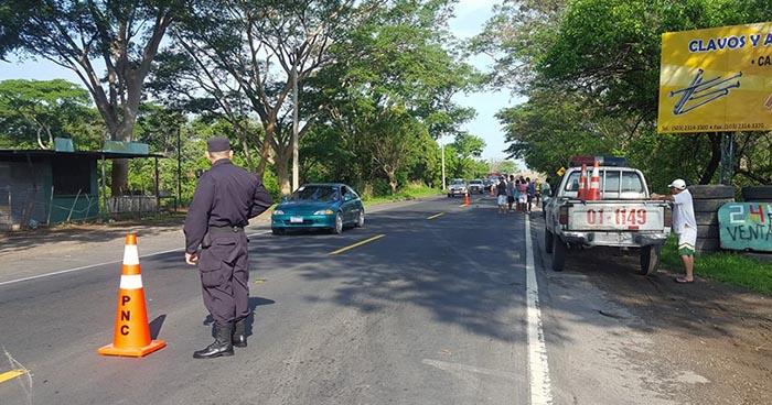 Motociclista muere tras ser arrollado por un vehículo en Santiago Nonualco, La Paz
