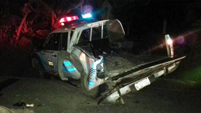 Pipa embiste patrulla policial que custodiaba un accidente en carretera a Quezaltepeque