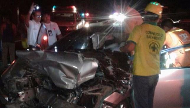 Dos muertos y un lesionado deja choque entre sedan y rastra en San Juan Opico