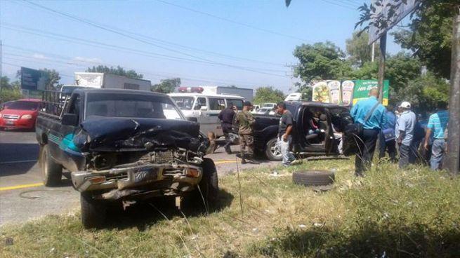 Aparatoso accidente en San Juan Opico deja un fallecido y varios lesionados