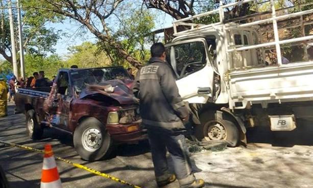 Accidente de tránsito en carretera de Acajutla deja un muerto y varios lesionados