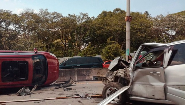 Accidente de tránsito sobre el bulevar Monseñor Romero deja dos personas lesionadas