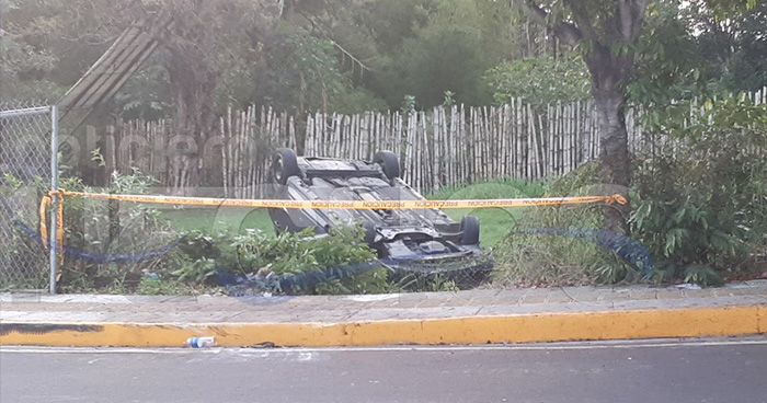 Muere mujer y otra más resulta lesionada tras fatal accidente en la carretera al Puerto de La Libertad