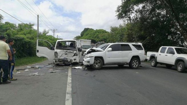 Aparatoso accidente de tránsito en Aguilares deja varios heridos