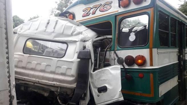Fuerte accidente de tránsito sobre carretera a Santa Ana deja un fallecido y varios lesionados