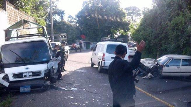 Accidente de tránsito en carretera hacia los Planes de Renderos deja tres lesionados