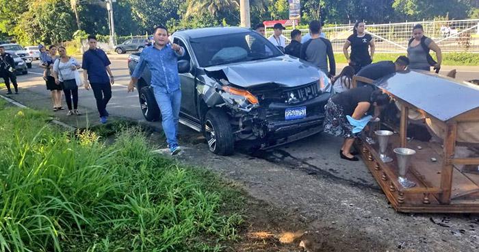 Carro fúnebre choca con otro vehículo cuando se dirigía a un sepelio en la Troncal del Norte