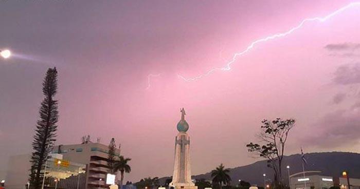 Probabilidad de chubascos y tormentas con actividad eléctrica es el pronóstico para este sábado