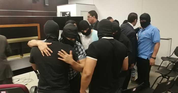 Declaran inocentes a 9 agentes de la PNC acusados de ejecutar a tres pandilleros y un jornalero