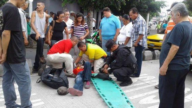 Atropellan a peatón sobre el carril del SITRAMSS en la Alameda Juan Pablo II