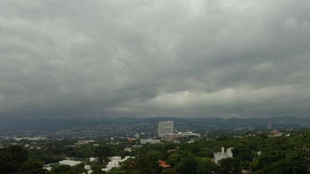 Emiten alerta verde a nivel nacional por paso de Onda Tropical