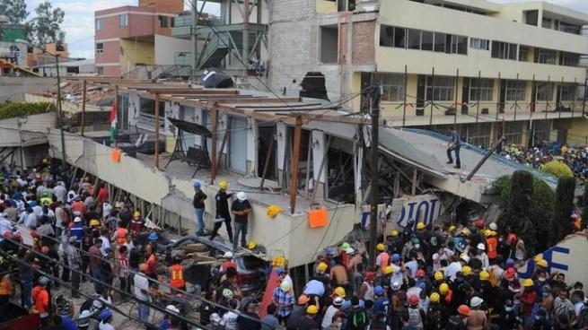 Asciende a 32 el número de niños muertos tras derrumbe de una escuela por terremoto en México