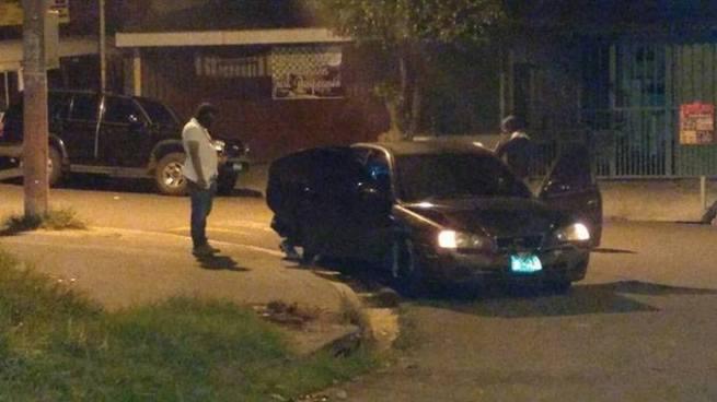 Asesinan a joven al interior de un vehículo cuando dejaba a su novia en Soyapango