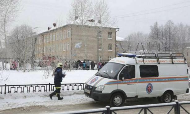 Enmascarados acuchillan a maestra y a 14 alumnos en una escuela en Rusia