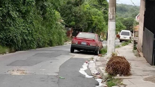 Pandilleros ametrallan a un microbús escolar dejando a su conductor muerto en Mejicanos