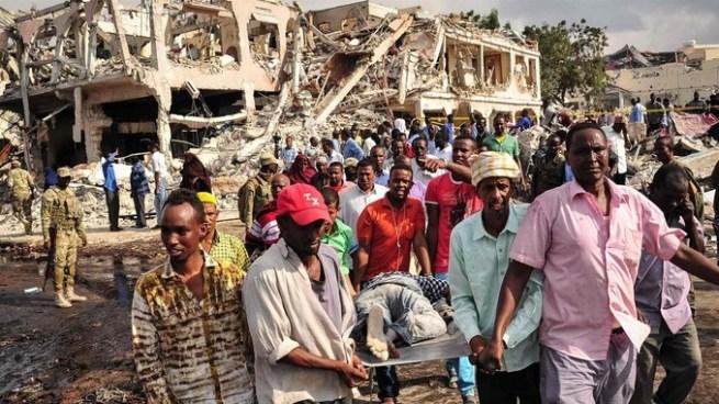 Sube a 231 muertos por explosión de camión bomba en Somalia
