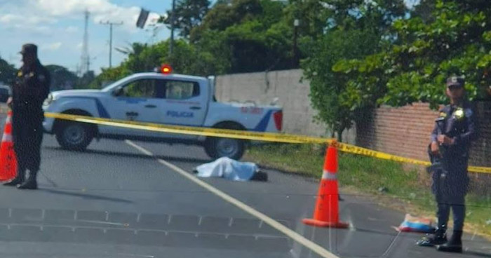 Persona muere al ser atropellada en carretera a Santa Ana