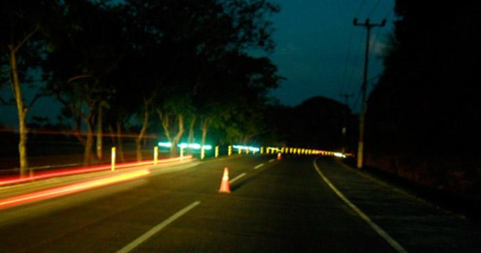 Instalación de luces y sistema de videovigilancia en autopista a Comalapa concluirán en diciembre