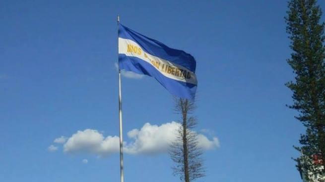 Banderas capitalinas a media asta por la muerte del expresidente Calderón Sol