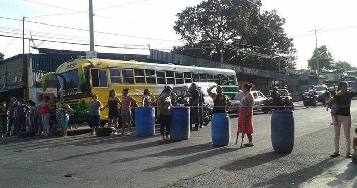 Habitantes de San Martín bloquean la carretera Panamericana en protesta por falta de agua