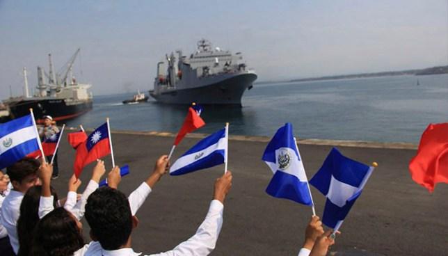 Buques provenientes de China Taiwán arriban al puerto de Acajutla en Sonsonate