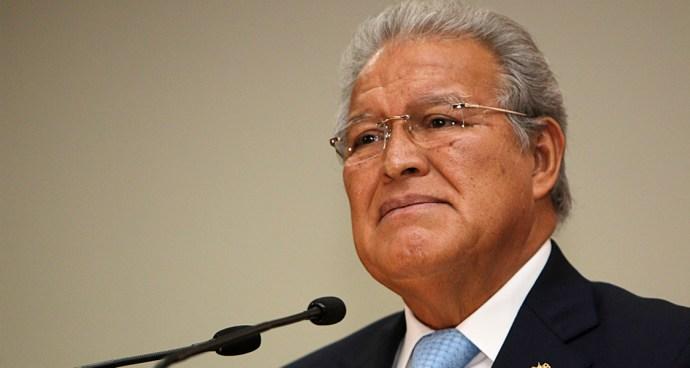 Presidente de la República en el segundo intento logra permiso de Diputados para salir del país
