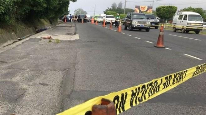 Encuentran cadáver envuelto en sabanas sobre carretera Panamericana, San Martín
