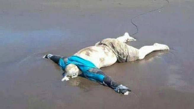 Encuentran el cadáver de un hombre en la playa Barra de Santiago