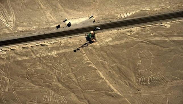 Camionero daña parte de las milenarias Líneas Nazca en Perú