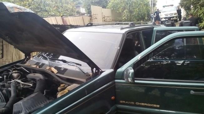 Tras una persecusión capturan a dos sujetos que se conducían en vehículo robado