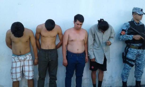 Capturan en flagrancia a sujetos que acababan de robar un auto en San Salvador