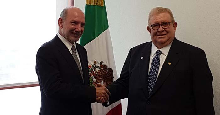 Exministro de Hacienda, Carlos Cáceres es recibido en México como nuevo embajador
