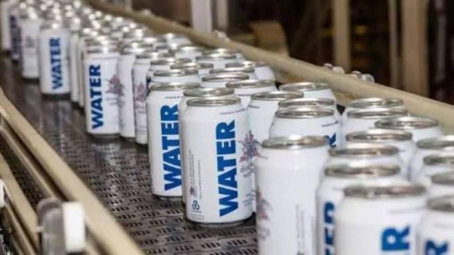 Cervecera cambia su producción por agua potable para ayudar a víctimas de Harvey