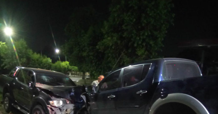 Cuatro lesionados deja choque frontal entre dos pick up en San Salvador