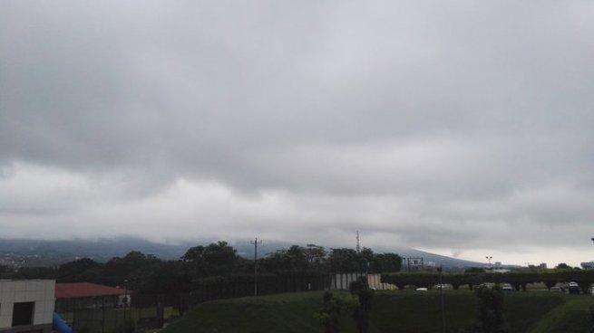 Cielo nublado con algunas lluvias aisladas en todo el país