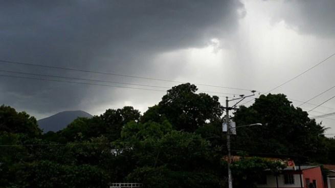 Desplazamiento de una Onda Tropical por el país provocara lluvias en horas diurnas y nocturnas