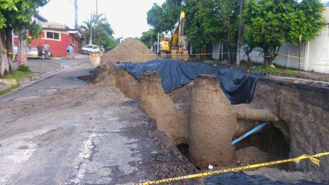 Hundimiento en calle San Antonio Abad empeora por lluvías