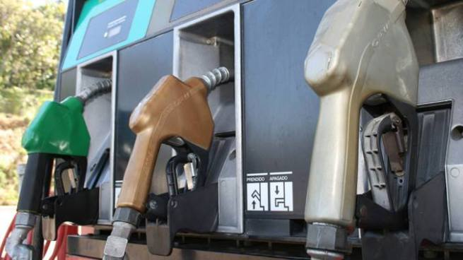 Huracán Harvey dispara precios de los combustibles en El Salvador