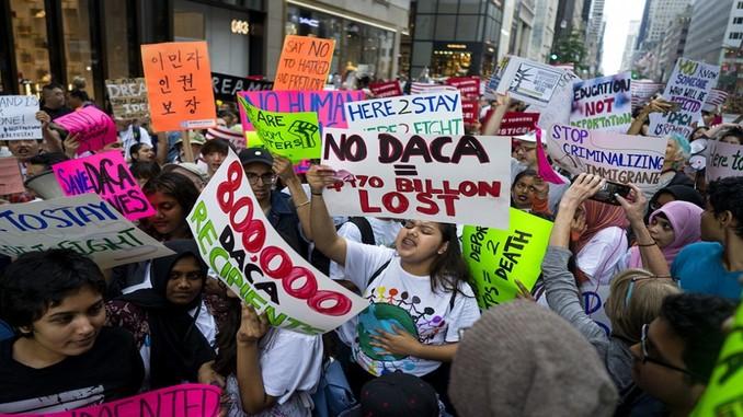 Apremian a dreamers renovar DACA