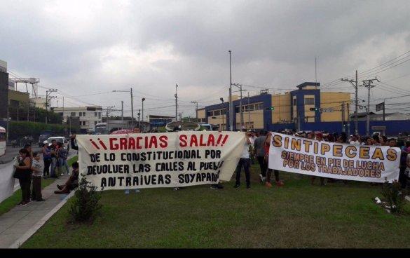 Vendedores ambulantes agradecen a la Sala de lo Constitucional por la medida cautelar contra el SITRAMSS