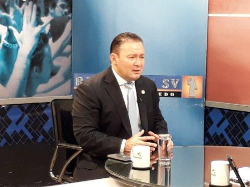 Guillermo Gallegos dice estar en contra que los agentes de la PNC patrullen con el rostro descubierto