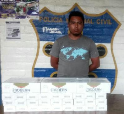 PNC captura a contrabandista de cigarros en Chalatenango