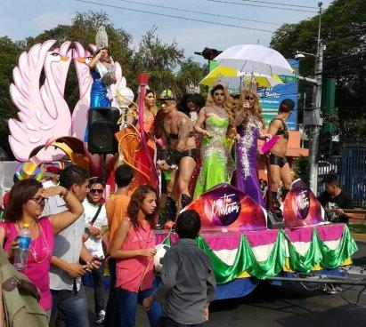 Realizan marcha por el orgullo LGTB en El Salvador